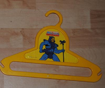 Yellow hanger with pic of Skeletor
