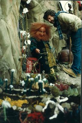 Gary Goddard and Billy Barty prepare to shoot Gwildor's return to his home.